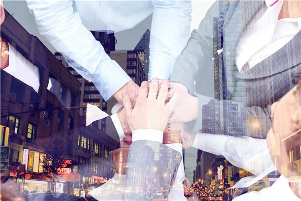 摄图网_500625308_团队合作(企业商用).jpg